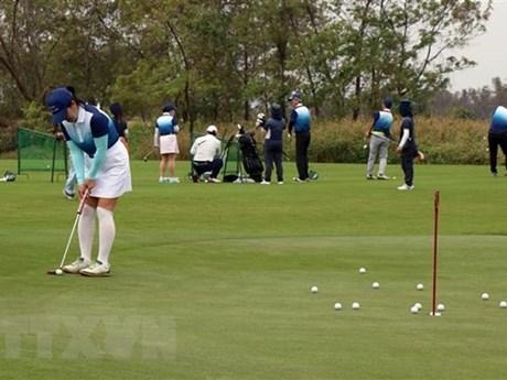 Dịch COVID-19: Hà Nội tạm đóng cửa sân golf, thể thao đông người