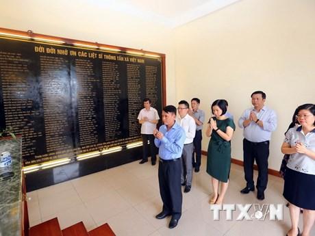 [Photo] Dâng hương tưởng niệm liệt sỹ TTXVN qua các thời kỳ
