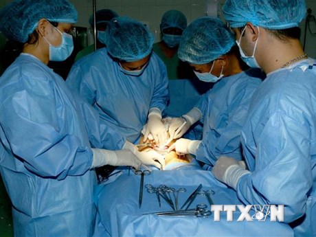 Cần Thơ: Cứu sống bệnh nhân bị thanh sắt đâm xuyên qua sọ