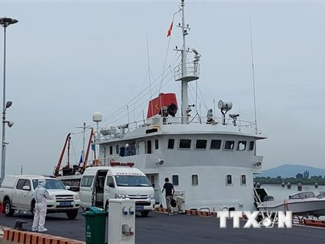 11 thuyền viên tàu Xin Hong đã được đưa vào bờ, thực hiện cách ly y tế