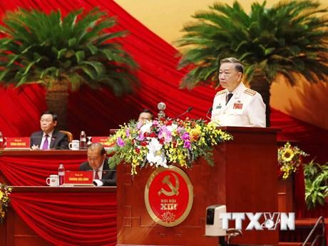 Hình ảnh các đại biểu trình bày tham luận tại Đại hội XIII