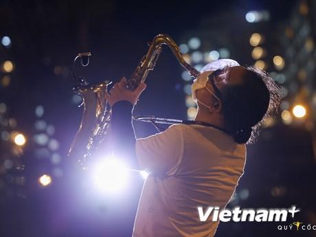 Trần Mạnh Tuấn, Phương Thanh biểu diễn 'máu lửa' ở bệnh viện dã chiến