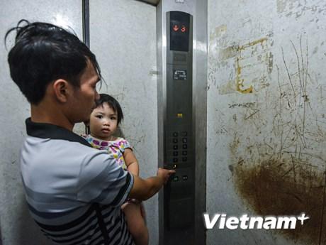 [Photo] Thấp thỏm sống trong khu tái định cư có thang máy rơi tự do