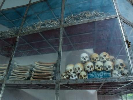 [Photo] Lặng im trước chứng tích tội ác của Pol Pot tại Nhà mồ Ba Chúc