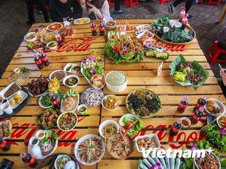 Khám phá các món ăn hấp dẫn tại không gian lễ hội ẩm thực châu Á