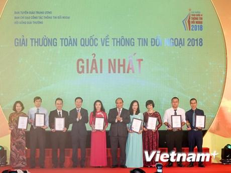 Toàn cảnh lễ trao Giải thưởng toàn quốc về thông tin đối ngoại 2018 | Truyền thông | Vietnam+ (VietnamPlus)