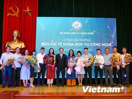 Tôn vinh 16 tác phẩm tại lễ trao Giải báo chí khoa học công nghệ 2019 | Truyền thông | Vietnam+ (VietnamPlus)