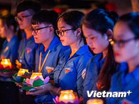Những khoảnh khắc xúc động trong Lễ tri ân các anh hùng liệt sỹ  | Xã hội | Vietnam+ (VietnamPlus)