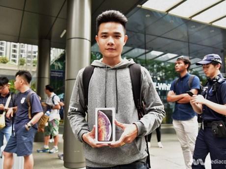 [Photo] Dòng người xếp hàng chờ mua iPhone ở Singapore