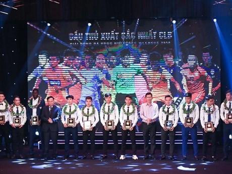 [Photo] Văn Quyết, Quang Hải được vinh danh tại Gala tổng kết mùa 2018