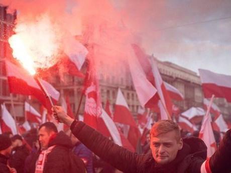 [Videp] Ba Lan: Thủ đô Warsaw tràn ngập sắc đỏ vì người tuần hành