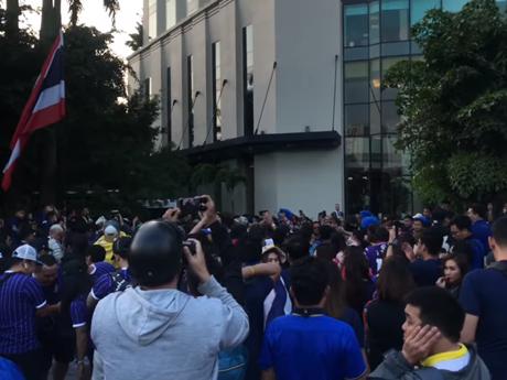 [Video] Cổ động viên Thái Lan ''đại náo'' sân vận động Mỹ Đình