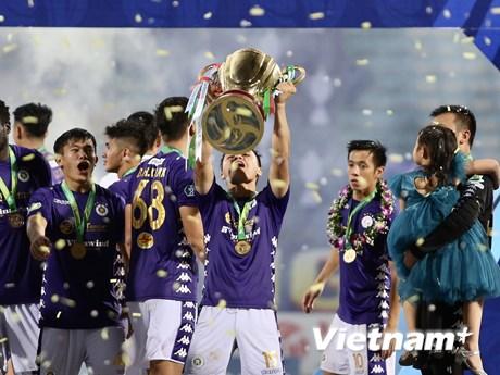 Khoảnh khắc Hà Nội FC vỡ òa nhận cúp Quốc gia 2020 với kỷ lục đáng nhớ