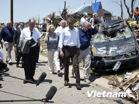 Tổng thống Mỹ thị sát vùng thiên tai ở Missouri