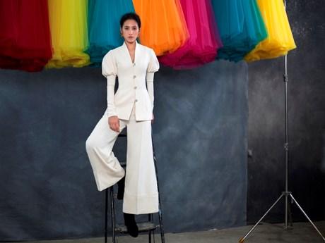 Lạ lẫm với hình ảnh Hoa hậu Tiểu Vy trong thiết kế của Công Trí