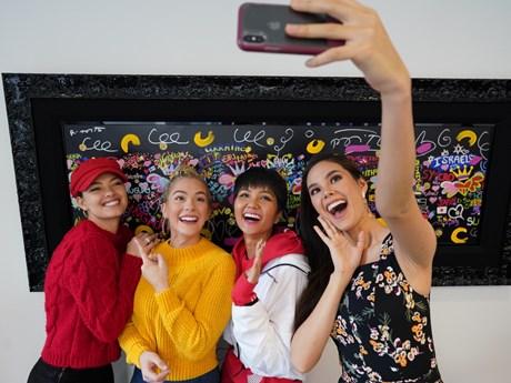 Dàn người đẹp Miss Universe vui sướng gặp H'Hen Niê trên đất Mỹ
