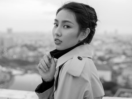Người đẹp Nhân ái Thùy Tiên đẹp tựa quý cô Paris trong bộ hình mới