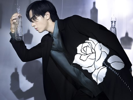 London Fashion Week: Rác thải 'hồi sinh' trong bộ sưu tập của NTK Việt