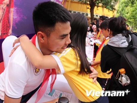 Cùng dàn sao Hà Nội FC giao lưu với học sinh trường Nguyễn Trường Tộ | Bóng đá | Vietnam+ (VietnamPlus)