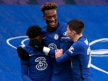 FA Cup: Abraham giúp Chelsea vào vòng 5, Arsenal thành cựu vương