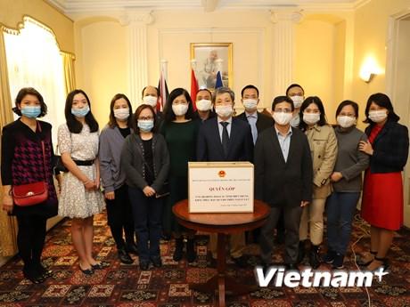 Đại sứ quán Việt Nam tại các nước quyên góp ủng hộ đồng bào miền Trung
