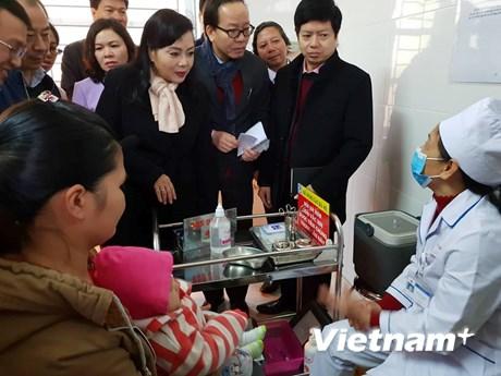 [Photo] Bộ trưởng Bộ Y tế đi thị sát công tác tiêm chủng ở Hà Nội