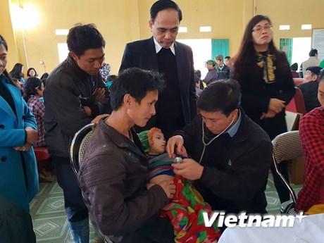 [Photo] Chăm sóc sức khoẻ cho người dân vùng cao ở huyện Bảo Lạc