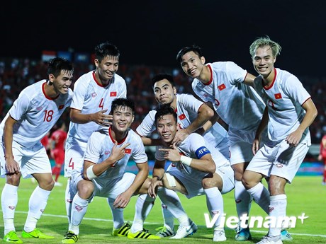 Xem trận Việt Nam-UAE qua 5 màn hình lớn trên phố đi bộ Nguyễn Huệ | Bóng đá | Vietnam+ (VietnamPlus)