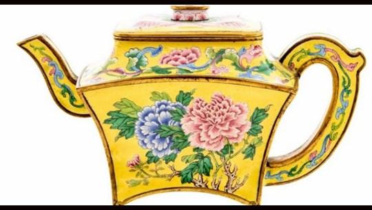 Anh: Chiếc bình trà trong nhà kho được đấu giá hàng trăm nghìn bảng