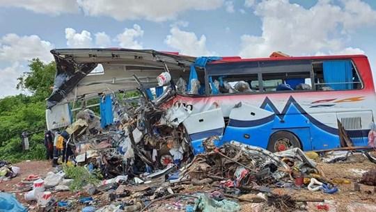 Xe buýt va chạm xe tải khiến hơn 30 người thiệt mạng ở Mali