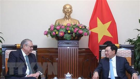 Phó Thủ tướng Phạm Bình Minh tiếp Chủ tịch Nhóm Tầm nhìn APEC