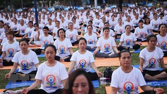 Hơn 1.200 người đồng diễn nhân Ngày Quốc tế Yoga tại Đà Nẵng