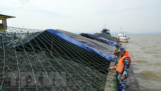 Bộ Tư lệnh Vùng Cảnh sát biển 1 giữ 2.000 tấn than không rõ nguồn gốc