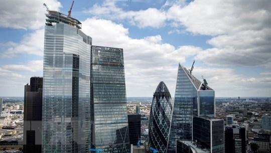 Kinh tế Anh tránh được suy thoái nhờ tăng trưởng 0,3% GDP