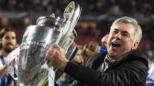 """Các cầu thủ Real """"làm loạn"""" trong buổi họp báo của Ancelotti"""