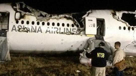 """Video máy bay của Asiana Airlines """"hạ cánh"""" kinh hoàng"""