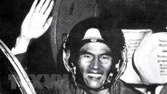 """[Photo] Phạm Tuân - Phi công đầu tiên bắn tan """"siêu pháo đài bay"""" B-52"""