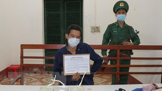 Điện Biên: Bắt kẻ vận chuyển 3 bánh heroin, 4.000 viên ma túy tổng hợp