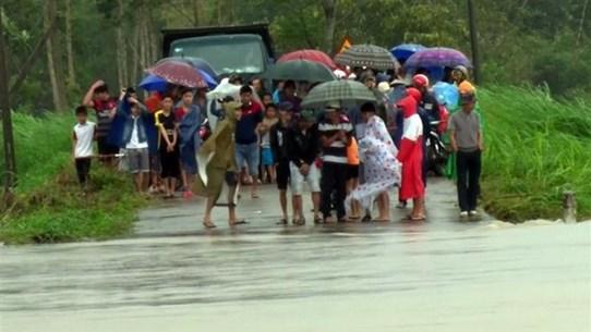 Mưa lớn kéo dài tại Khánh Hòa và Phú Yên làm bốn người chết