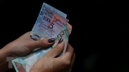 Venezuela tăng gần gấp 4 lần lương tối thiểu đối phó siêu lạm phát