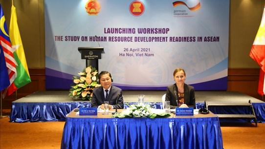 Phát triển nguồn nhân lực: 'Chìa khóa' cạnh tranh của khu vực ASEAN