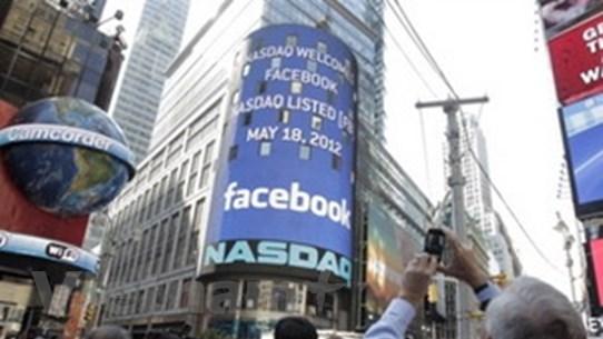 Ngày đầu giao dịch, cổ phiếu FB cao hơn định giá