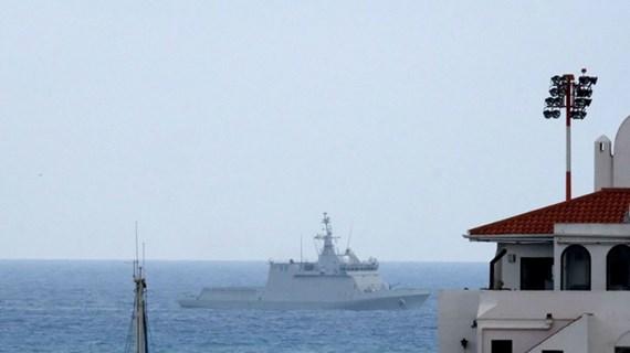 Tàu Tây Ban Nha lệnh cho các tàu thương mại rời vùng biển Gibraltar