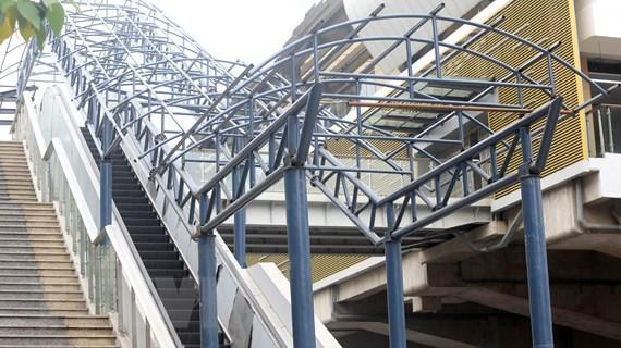 Nhiều nhà ga tuyến đường sắt Cát Linh-Hà Đông vẫn còn ngổn ngang