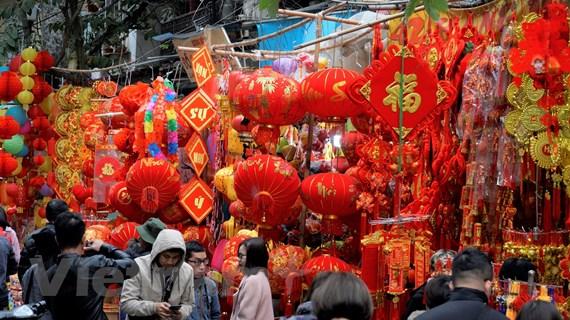Cận cảnh phố Hàng Mã tràn ngập sắc đỏ dịp Tết Canh Tý 2020