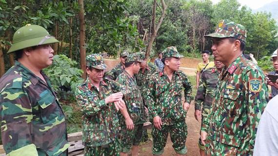 [Video] Huy động lực lượng thông tuyến vào điểm sạt lở Phước Sơn
