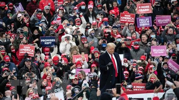 Tổng thống Trump và đối thủ đảng Dân chủ Biden tăng tốc đua nước rút