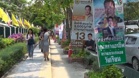 [Mega Story] Bầu cử tại Thái Lan: Cuộc đua giành lá phiếu cử tri