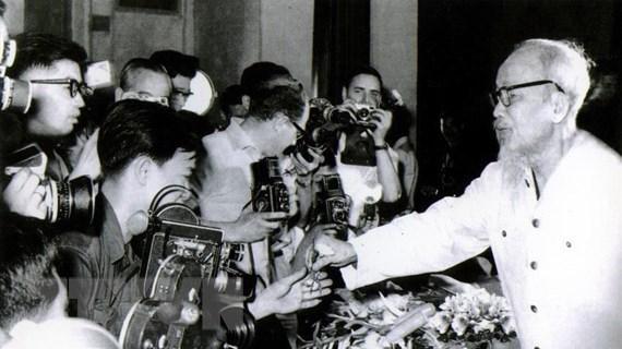 [Mega Story] Học Bác, xây dựng đạo đức người làm báo Việt Nam