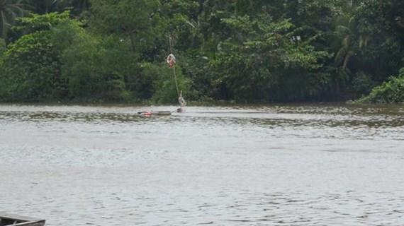 Tiền Giang: Chìm sà lan chở 1.300 tấn than đá trên kênh Chợ Gạo